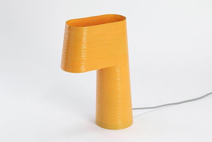 AndreyAndShay crean un sistema de producción en base al embarrilado de moldes. Un taburete y una lámpara son parte de un plan piloto de un sistema de producción de objetos en base al embarrilado de moldes asistido por computador
