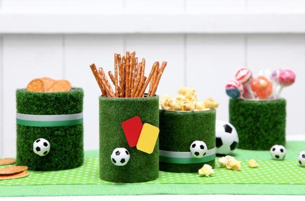 Fußball-Party, Kunstrasen, Deko, DIY, Basteln mit Kindern, Kindergeburtstag, produziert für tambini.de