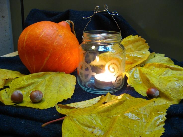 Lykter med keltiske symboler - Celtic symbols on jars makes a light.