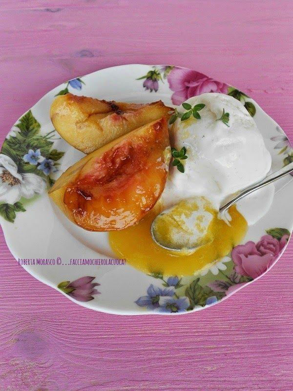 NOCI PESCHE CARAMELLATE, con GELATO allo YOGURT e SALSA DI MANGO. http://facciamocheerolacuoca.blogspot.it/2014/08/noci-pesche-caramellate-con-gelato-allo.html