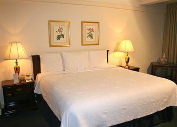 Salisbury Hotel (New York, United States of America) | Expedia