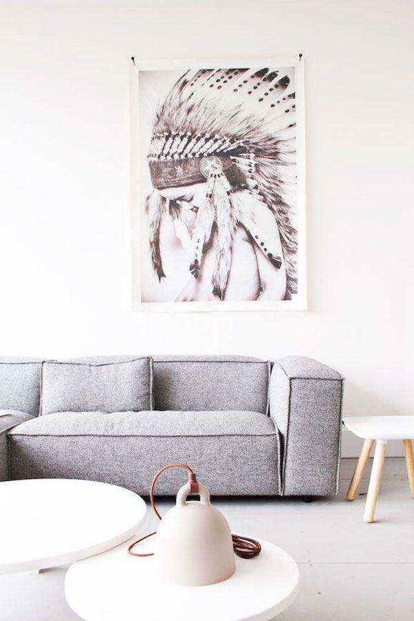 Los, kommt mit! Wir reisen zu unseren Nachbarn nach Holland und bummeln uns durch The Loft in Arnhem. Ein wunderschön eingerichtetes Appartment. Mit einem Sofa von HAY, der Lampe Bell von Normann Copenhagen, der Z1 cotton-Leuchte von Nelson und ziemlich collen Hockern und Stühlen von Lovely & Co. Und von den schönen Möbeln mal abgesehn …
