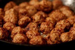 Gjorde jättegoda köttbullar häromdagen och tänkte att ni säkert ville ha recept på detta. Barnen tyckte att dessa var de godaste de ätit… Bra betyg tyckte jag. Tycker att det är roligt att krydda köttbullarna olika från gång till gång. Jag brukar utesluta löken när jag gör köttbullar, tycker de … Läs mer
