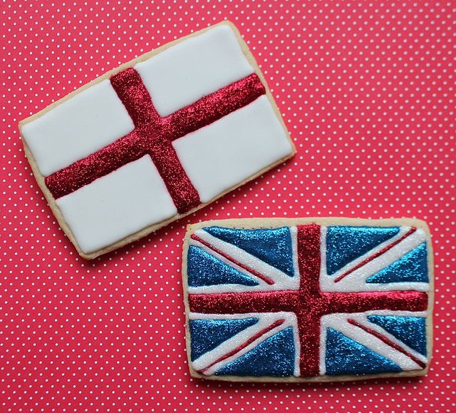 Edible glitter! How fabulous are these Union Jack & St George's Cross cookies?