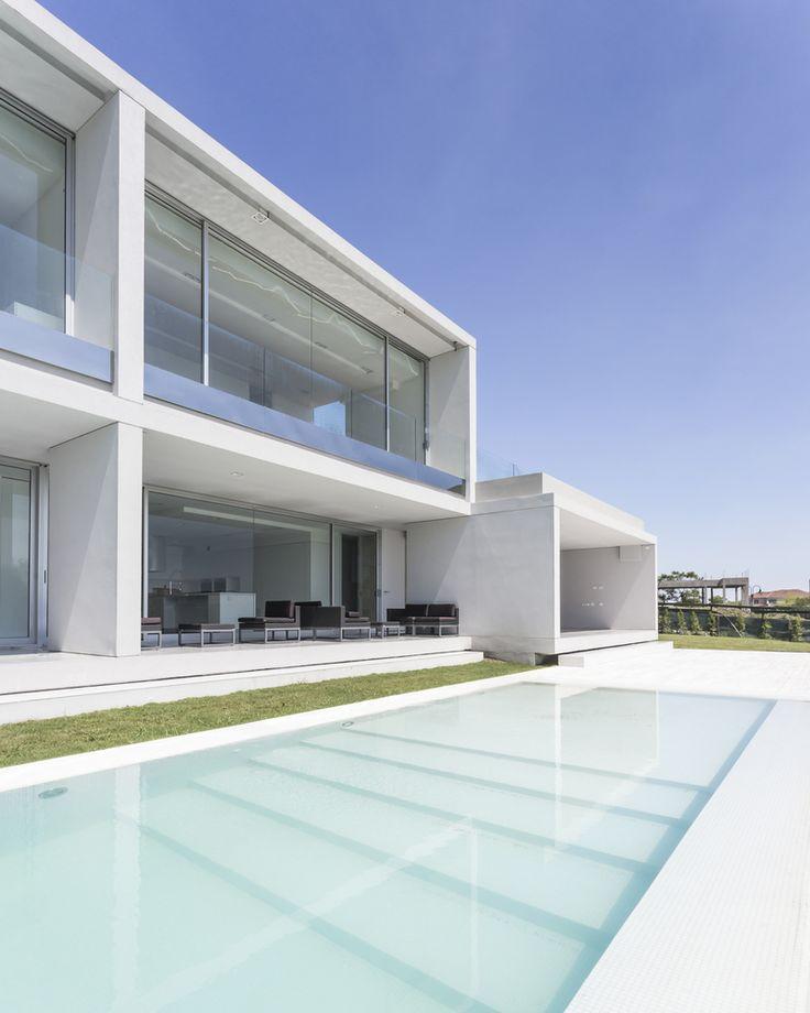 Attractive Gallery Of Front Lake House / Nicolás Pinto Da Mota   3