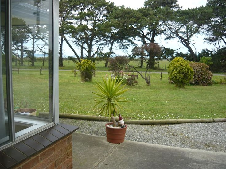 Entire home/apt in Yanakie, Australia. This three bedroom newly renovated brick home is situated in Yanakie, 5km from the gateway to Wilsons Promontory.  Set on an acre, it is off the main road in a quiet area.  Take in the peaceful scenery while enjoying the pleasures of our cosy and ...