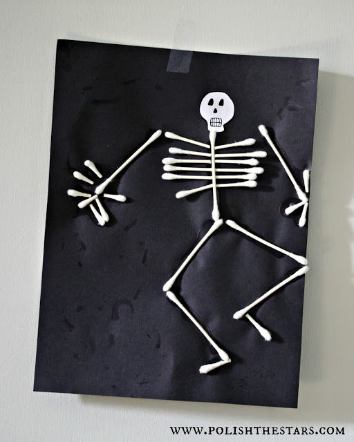 Halloween craft idea for kids :: Q-tip skeletons
