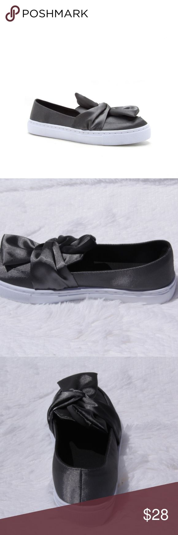 Ladies satin sneaker with bow Slip into this comfy satin  bow sneaker that is perfect for your casual weekend ensemble  MATERIAL: MAN-MADE, LEATHERETTE  SOLE: SYNTHETIC  FITTING: TRUE TO SIZE EN-REBA-178C_GRAY Shoes Sneakers