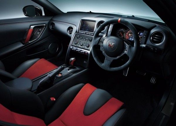 2015 Nissan GT R Nismo Luxury Interior 600x429 2015 Nissan GT R Nismo Release Dates