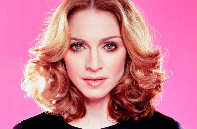 Madonna se cae en el escenario de los Brit Awards | Famosos Express