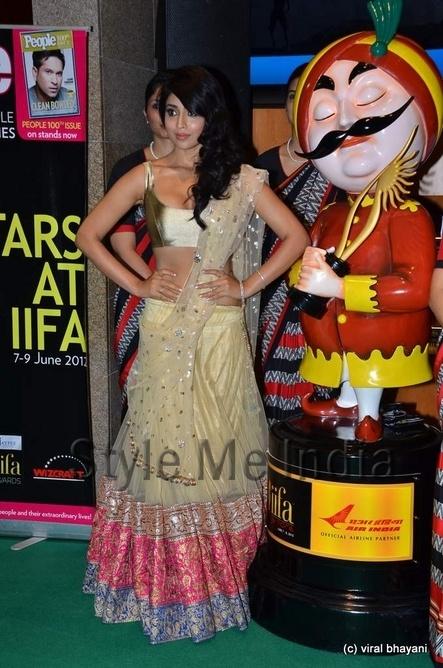 Shriya Saran in Manish Malhotra at IIFA Rocks 2012 http://shar.es/qPzNS