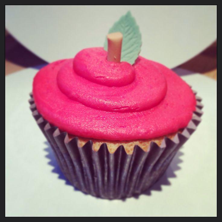 Snow White cupcakes | Cupcakes :) | Pinterest | White ...