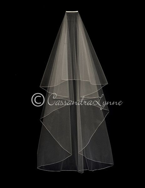 This encasement bridal veil will give you an elegant look. It has no gather at the comb for sheerest look possible. It is two layers, circle cut. The longest la