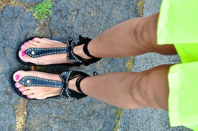 Cosa mi metto??? - personal style blog by Fabrizia Spinelli: The Fluo Factor: gonna fluo, cappello di paglia e sandali con fiocco ispirati a...  LEILA | #AllShoes #Flat Shoes #Sandals#STREET FASHION#BLACK AND WHITE#jessicabuurman @Jessica Buurman @ bit