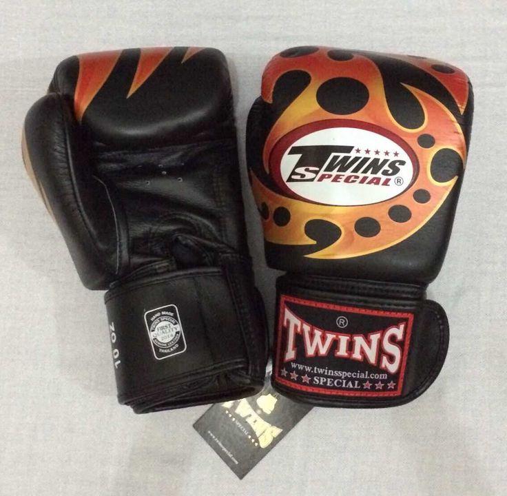 TWINS Razor Black Twins Special Premium Leather  Made in Thailand  Size & Price: -   8oz: IDR 800,000.00 - 10oz: IDR 850,000.00 - 12oz: IDR 900,000.00 - 14oz: IDR 950,000.00  Contact: BOXAH Email: info@boxah.com Web: www.boxah.com Instagram: Boxahid Whatsapp: +6281295058111 BBM: 2B0D591A