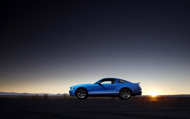 Синий форд мустанг