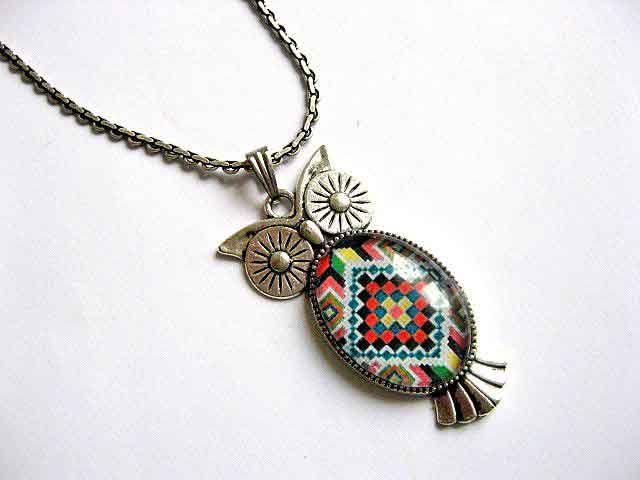 #Pandantiv #bufniţă #motiv #tradiţional #românesc, #modele #geometrice în #culori #vii, #colier şi #pandantiv #argint #tibetan / Traditional #Romanian #motif #owl #pendant, #geometric #patterns in #vivid #colors, Tibetan #silver #necklace and pendant / #전통적인 #루마니아어 #모티브 #올빼미 #펜던트, #생생한 #기하학적 #무늬, #티벳 #실버 #목걸이 및 #펜던트 http://handmade.luxdesign28.ro/produs/pandantiv-bufnita-motiv-traditional-colier-si-pandantiv-argint-tibetan-29376/