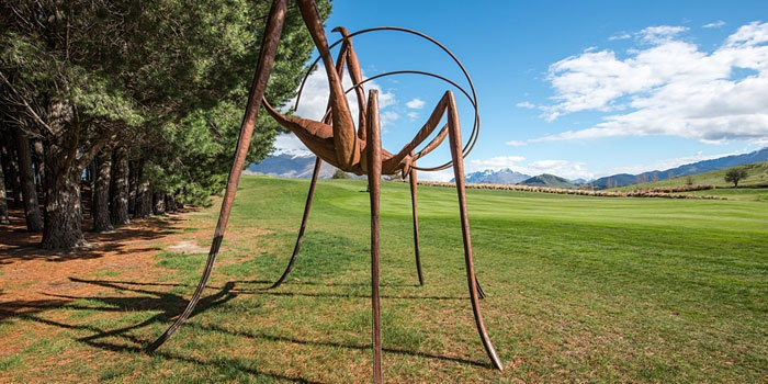 Weta / Mark Hill - Sculpture Park - The Hills, Queenstown New ZealandWeta sculpture NZ