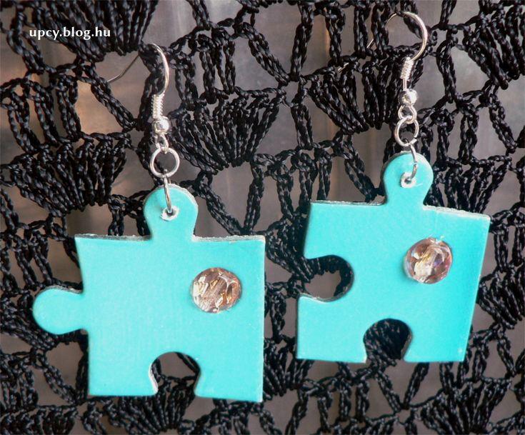 Jigsaw puzzle earring with bead. Kirakó fülbevaló gyönggyel.