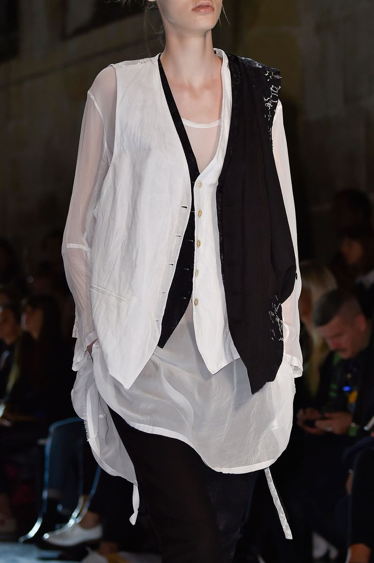 58 details photos of Ann Demeulemeester at Paris Fashion Week Spring 2015.