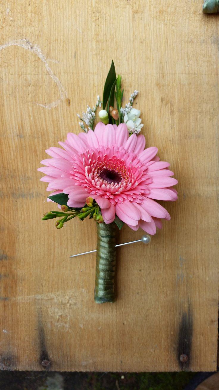 Blossom Bliss Florist Boutonniere: Pink Gerber Daisy