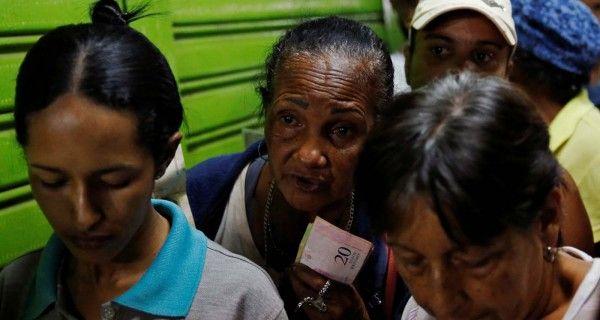Los controles de cambio y precios no lo impiden. Los venezolanos deben adaptar sus bolsillos al constante cambio de la tasa paralela del dólar y el oficial