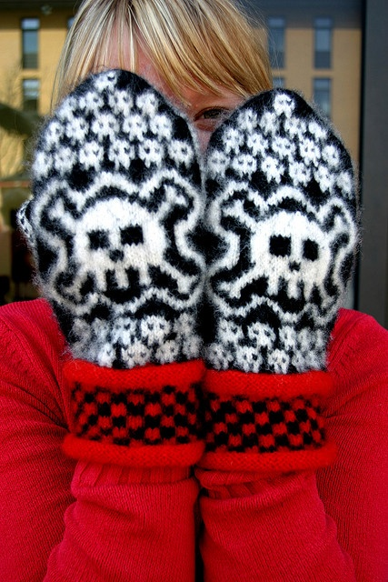 Skull Mittens - i would die for these oh mannn. they're amazing