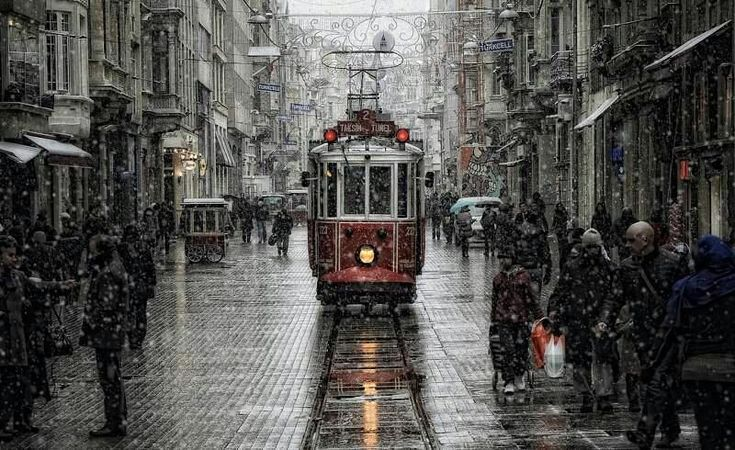 Istanbul winter, street scene [800x490]