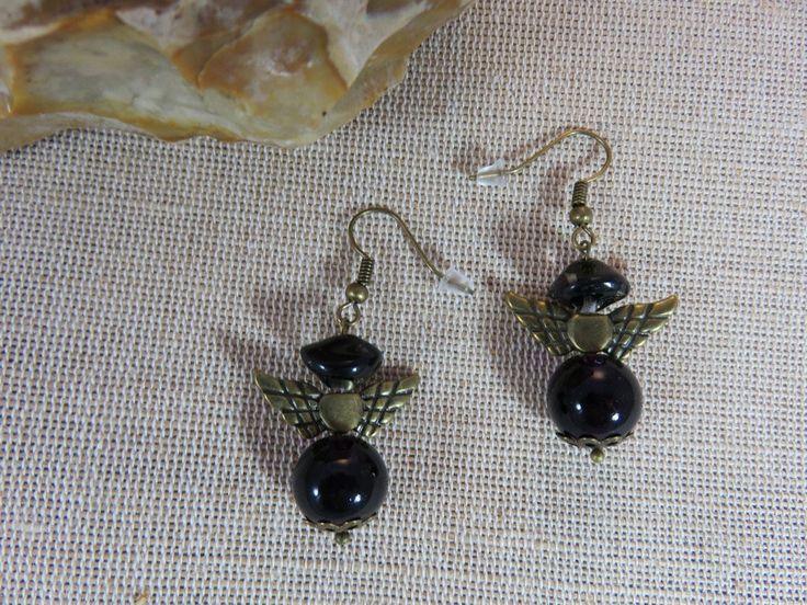Boucles d'oreilles ailes ange, boucles perles noir et violette, boucles d'oreilles gothique, bijoux femme, boucles aile d'ange bronze de la boutique ArtKen6L sur Etsy