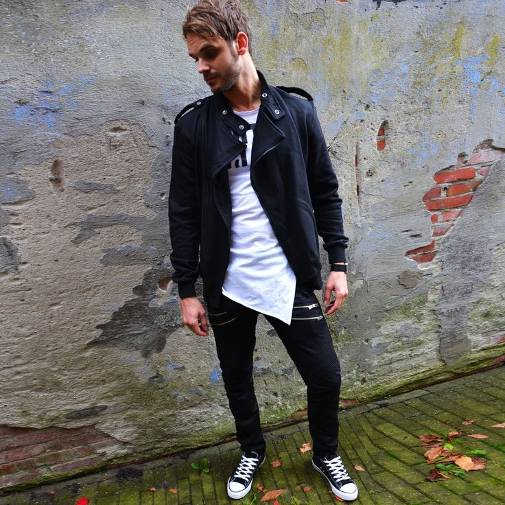 Biker vest black €29,99 Zipper pants €37,99 Low sneakers black €17,99 Yes I'm smiling T €14,99 http://mymenfashion.com/zipper-pants-black.html