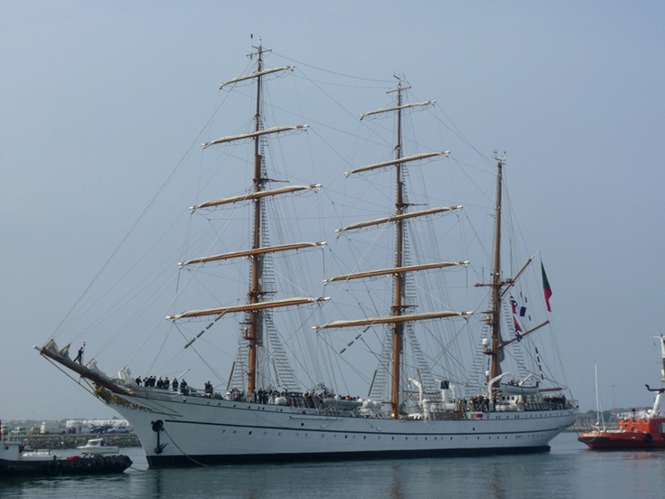 """Sagres"" arriving at Figueira da Foz"