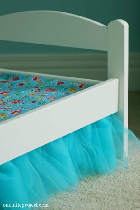 DIY tulle bedskirt tutorial for an IKEA Duktig Doll's Bed. This little doll bed sure looks cute when it's all dressed up!