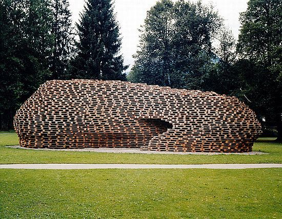 Eco-conscious designer Matthias Loebermann has created a structure that has been made entirely from recycled shipping pallets, ground anchors and tie rods. Christened Palletpavillion, the structure is designed to be easily assembled and dismantled and then completely recycled after use.