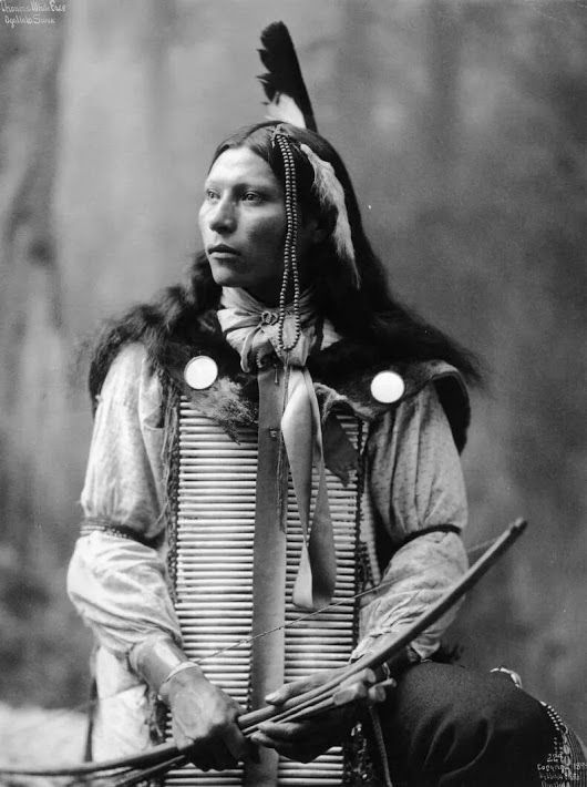 PhotoThomas White Face, Oglala Lakota. 1899
