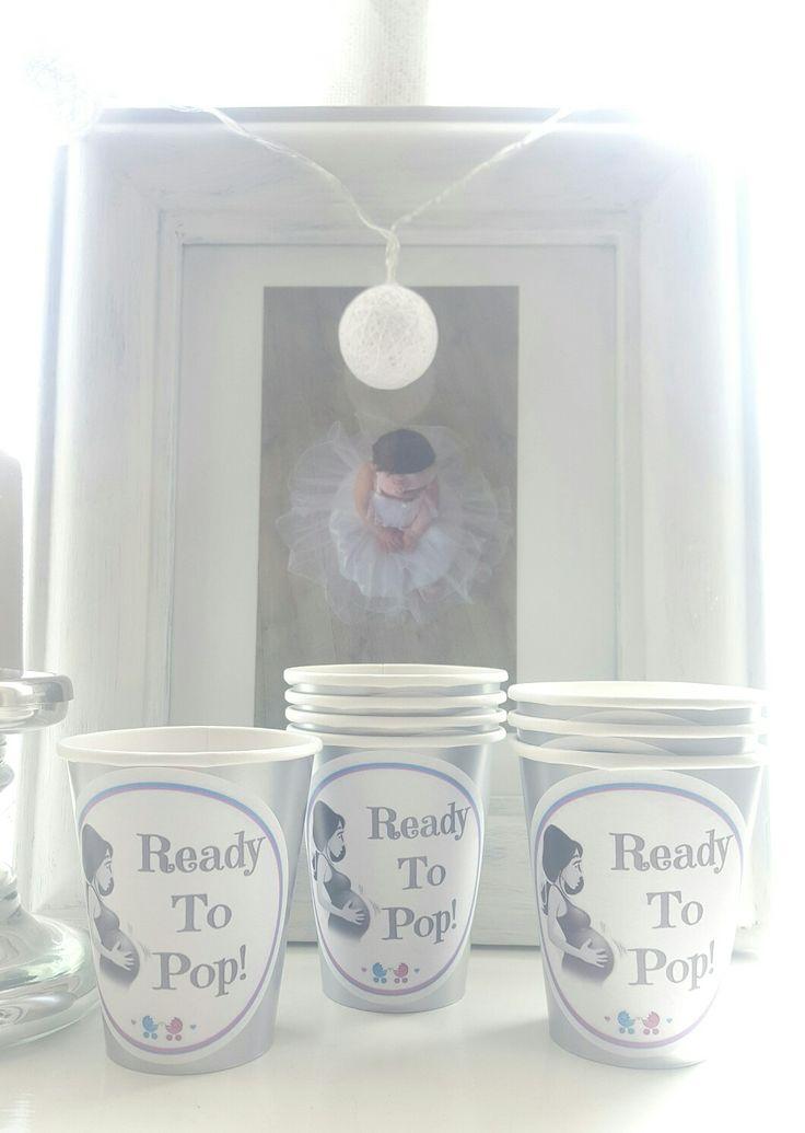 @dinbabyshower sitt eget design! Vi har Ready To Pop kopper til baby shower festen, du finner de hos www.dinbabyshower.no