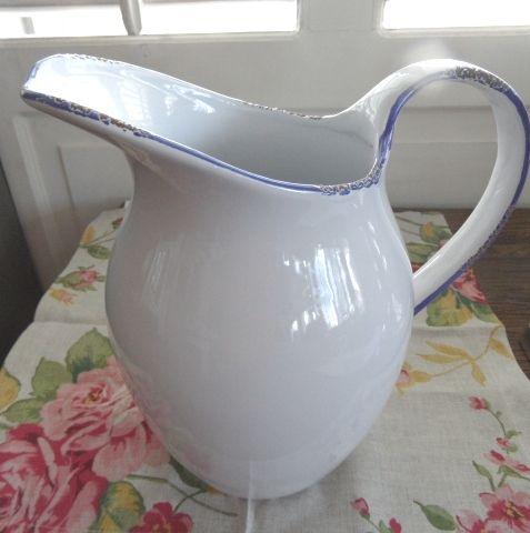 Blue/White ceramic jug L