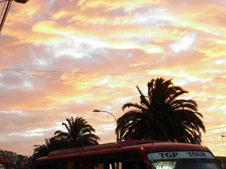 Cierre 19 de sep en Alejo Barrios: Dragones de Fuego, como cierre de año nuevo Chino. Variedad Dieciochera http://www.demirar.cl/2012/09/variedad-dieciochera/