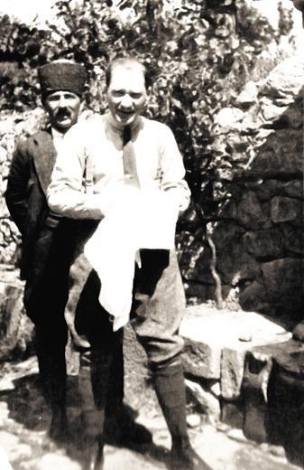 Avusturya gazetesi Die Presse, Mustafa Kemal Atatürk ile 23 Eylül 1923'te yaptığı röportajı 90 yıl sonra tekrar yayımladı.   Die Presse'nin o dönemki Türkiye muhabiri Hans Josef Lazar tarafından yapılan röportaj, gazetenin 165'inci kuruluş yıldönümü vesilesiyle internet sitesinde yayımlandı.   İşte Türkiye Cumhuriyeti'nin kurulmasından yaklaşık bir ay önce yapılan o röportaj: http://fotogaleri.hurriyet.com.tr/galeridetay/70712/2/1/23645226/90-yil-sonra-tekrar-yayinladilar