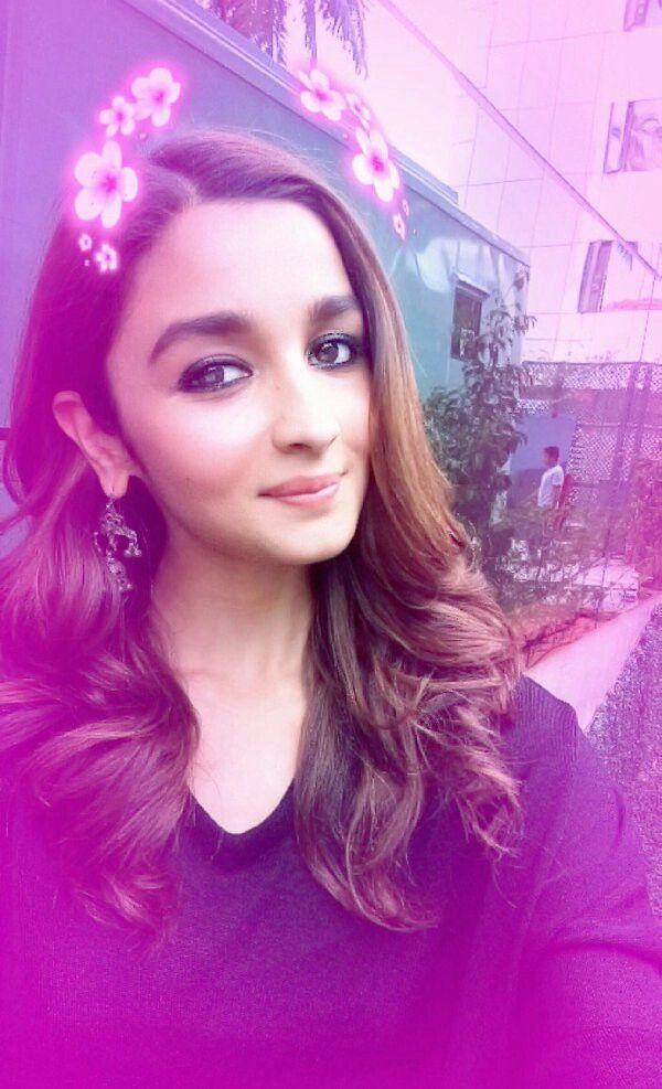Alia Bhatt Selfie