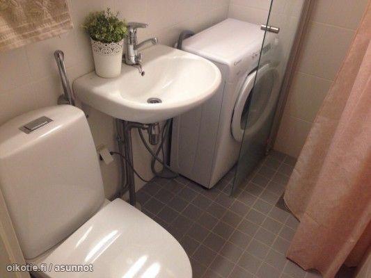 Solution for a tiny bathroom: narrow washing machine! / Kapea pesukone on ratkaisu pieneenkin kylpyhuoneeseen! #tehoneliöt