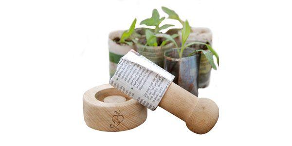 Lav små urtepotter af gamle aviser. perfekt til at så frø og sætte ...