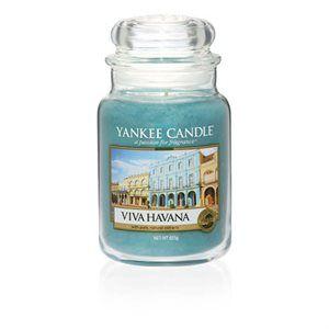 Viva Havana En intressant blandning av sandelträ, kryddor och vanilj. En nostalgisk tripp från gamla Havanna.  Ingår i sommarens nya doftserie Viva Havana.  #YankeeCandle #VivaHavana