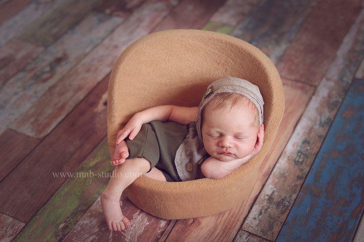 Всем отличного утра! Сегодня поговорим о коже новорожденного малыша😊В моей практике были случаи,когда мамы отказывали себе в удовольствии запечатлеть своего крошечку из-за того,что у малыша меняется кожа. Всем известно,что кожа у малышей очень нежная и тонкая. Примерно на 7-8 день кожа начинает облазить. 👈Большинство мам пугается и считают,что стоит потерпеть и придти на съемку попозже . Не стоит пугаться и сразу же в панике бежать к врачу.📍📍📍 Вот почему у крохи шелушится кожа…