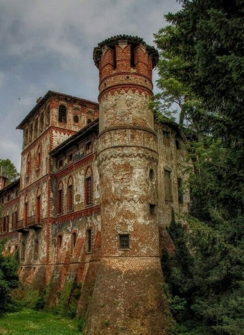 Piovera Castle, Piemonte, Italy