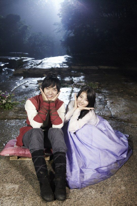 "Suzy & Lee Seung Gi en el set de ""Gu Family Book"", Episodio 24"