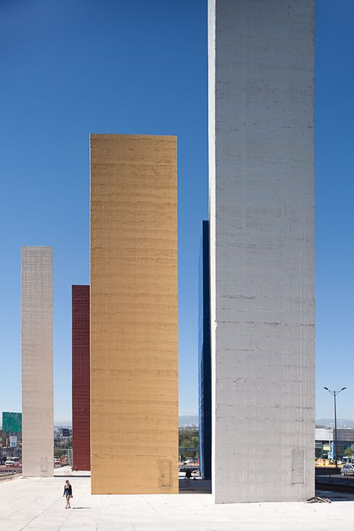 Las Torres de Satélite, Ciudad Satélite, Naucalpan, México 1957 Arqs Mathias Goeritz y Luis Barragán