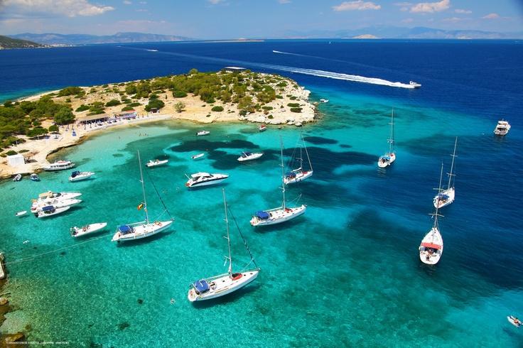 Το νησάκι Μονή βρίσκεται απέναντι από την Πέρδικα. Moni (Aigina) - Greece