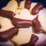 Biscotti alla panna con glassa di cioccolato