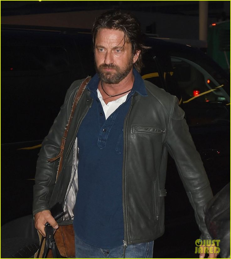 Gerard Butler Catches a Flight from Los Angeles to London