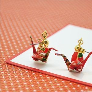 "Earrings with Japanese paper-folded cranes, which is a part of our service of ""Subscription - Japanese KAWAII Accessories"". http://fanfunjapan.shopselect.net/"
